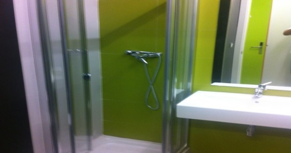 hostel-san-sebastian-green-nest-bathrooms